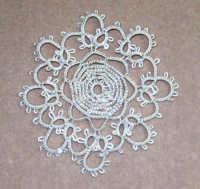 Il lavoro chiacchierino: c'è ancora chi si diletta a realizzare queste piccole opere d'arte - 8 febbraio 2006  - Alcamo (1472 clic)