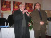 1ª Edizione Concorso Fotografico PRESEPE VIVENTE BALATA DI BAIDA - esposizione e premiazione presso il Centro Polivalente a cura dell'Associazione Culturale BALATA CLUB - Il sig. Vito Sottile, ultra novantenne balataro, recita una sua poesia dialettale sul presepe - 1 marzo 2009                                      - Balata di baida (7154 clic)