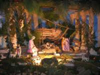 Il grande presepio allestito dalle monache del Monastero di Santa Chiara - Chiesa dei SS. Cosma e Damiano - particolare: la Natività - 10 gennaio 2009  - Alcamo (3051 clic)