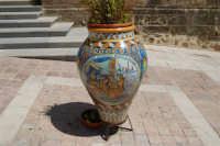 visita alla città - giara decorata - 25 aprile 2008  - Sciacca (3575 clic)