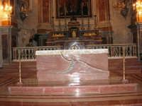 Chiesa di Sant'Oliva, interno (mentre per le vie della città si svolge la processione in onore di S. Giuseppe) - 20 marzo 2006   - Alcamo (1405 clic)