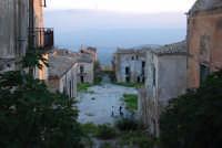 ruderi del paese distrutto dal terremoto del gennaio 1968 - 2 ottobre 2007   - Poggioreale (833 clic)
