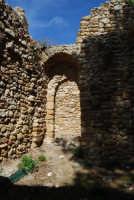sulla rupe i ruderi del Castello Eufemio, di epoca medioevale - 4 ottobre 2007  - Calatafimi segesta (599 clic)
