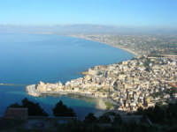 panorama dal Belvedere: la città ed il golfo di Castellammare - 3 marzo 2008  - Castellammare del golfo (557 clic)