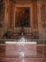 Chiesa di Sant'Oliva, interno (mentre per le vie della città si svolge la processione in onore di S. Giuseppe) - 20 marzo 2006   - Alcamo (1402 clic)
