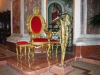Chiesa di Sant'Oliva, interno (mentre per le vie della città si svolge la processione in onore di S. Giuseppe) - 20 marzo 2006   - Alcamo (1531 clic)