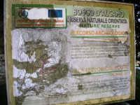 Bosco d'Alcamo - Riserva Naturale Orientata - sul monte Bonifato: La Funtanazza, grande serbatoio pubblico di età medievale - il cartello - 8 dicembre 2006  - Alcamo (2704 clic)