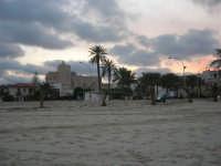 il Santuario, chiesa fortezza dedicata a San Vito martire, visto dalla spiaggia - 27 gennaio 2008  - San vito lo capo (763 clic)