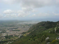 panorama dal monte Erice - Trapani, le saline, le isole Egadi - 1 maggio 2009   - Erice (2170 clic)
