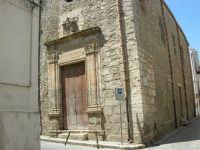 Chiesa di S. Pietro e Conservatorio delle Vergini Orfane - via Barone di S. Giuseppe, angolo via Porta Stella - 13 maggio 2006  - Alcamo (838 clic)