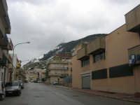 il monte Bonifato innevato visto dalla via Madonna del Riposo - 15 febbraio 2009   - Alcamo (2841 clic)