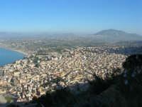 panorama dal Belvedere: la città ed il monte Bonifato all'orizzonte - 3 marzo 2008  - Castellammare del golfo (549 clic)