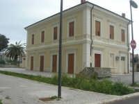 ex stazione ferroviaria - 1 marzo 2009   - Marinella di selinunte (6351 clic)