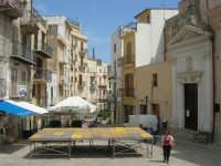 Piazza Mercato - sulla destra la Chiesa dell'Ecce Homo - 24 maggio 2007  - Alcamo (945 clic)