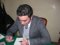 Piero Tuzzo presenta il libro Disfunzioni Celebrali, Poesie, poemetti e altro. Intervengono i sigg. Antonietta Pirrone e Vincenzo Caico - Hotel Centrale - 27 dicembre 2008  - Alcamo (4407 clic)