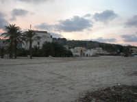 l'Hotel Capo San Vito visto dalla spiaggia - 27 gennaio 2008  - San vito lo capo (657 clic)