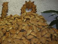 Gli altari di San Giuseppe - pane da offrire ai visitatori - 18 marzo 2009  - Balestrate (3729 clic)