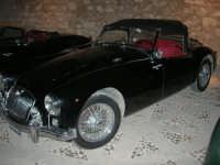 Calici di Stelle - auto d'epoca in mostra sul piazzale del Castello dei Conti di Modica - 10 agosto 2008   - Alcamo (580 clic)