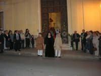 2° Corteo Storico di Santa Rita - Dinanzi la Chiesa S. Antonio - seconda uscita - Rita vedova con i due figli - 17 maggio 2008  - Castellammare del golfo (1082 clic)
