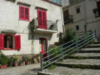 la casa dalle persiane rosse - 23 aprile 2006   - Palazzo adriano (5914 clic)