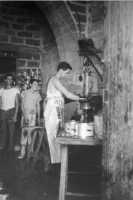lavorazione sardine  - Aspra (5086 clic)