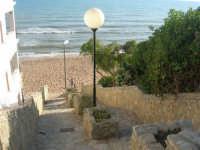 scalinata di accesso al mare - 6 aprile 2008   - Marinella di selinunte (881 clic)