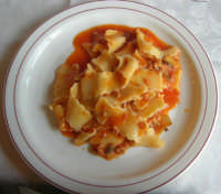 C/da Digerbato - Tenuta Volpara - primo piatto: reginette con tritato lucano e funghi - 27 aprile 2008   - Marsala (2540 clic)