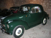Calici di Stelle - auto d'epoca in mostra sul piazzale del Castello dei Conti di Modica - 10 agosto 2008   - Alcamo (526 clic)
