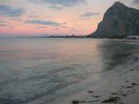 all'imbrunire cielo e mare si tingono di rosa - 27 gennaio 2008  - San vito lo capo (727 clic)