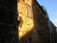 facciata di un'antica casa - 11 ottobre 2007   - Salemi (2571 clic)