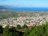 sul monte Bonifato: panorama della città e del Golfo di Castellammare - 8 dicembre 2006   - Alcamo (1377 clic)