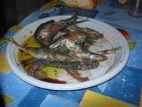 Gli altari di San Giuseppe - per strada: sarde salate - 18 marzo 2009   - Balestrate (5531 clic)
