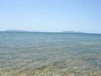 la trasparenza del mare ed, all'orizzonte, le isole Egadi - 25 maggio 2008  - Marausa lido (1311 clic)