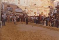 Festeggiamenti in onore di Maria Santissima dei Miracoli - Corse dei cavalli: prima della partenza, piazza Ciullo - giugno 1979  - Alcamo (5087 clic)