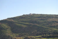 sulla collina il teatro di Segesta - 27 gennaio 2008  - Segesta (1667 clic)