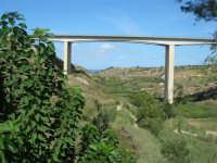 Santuario della Madonna del Ponte - panorama verso nord con ponte dell'autostrada A29 PA-TP - 5 ottobre 2008  - Partinico (2059 clic)