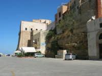 il Castello e le case sul porto - 2 ottobre 2007  - Castellammare del golfo (648 clic)