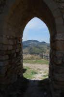 sulla rupe i ruderi del Castello Eufemio, di epoca medioevale - 4 ottobre 2007   - Calatafimi segesta (647 clic)