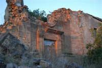 ruderi del paese distrutto dal terremoto del gennaio 1968 - 2 ottobre 2007   - Poggioreale (751 clic)