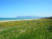 zona Canalotto: la spiaggia nel giorno della Pasquetta - 9 aprile 2007  - Alcamo marina (959 clic)
