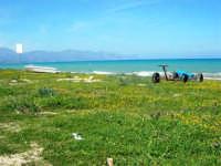 zona Canalotto: la spiaggia nel giorno della Pasquetta - 9 aprile 2007  - Alcamo marina (1027 clic)