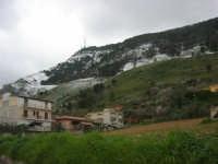 alle pendici del monte Bonifato innevato - 15 febbraio 2009   - Alcamo (2219 clic)