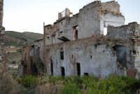 ruderi del paese distrutto dal terremoto del gennaio 1968 - 2 ottobre 2007   - Poggioreale (732 clic)
