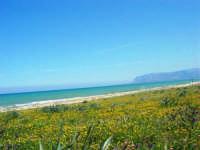 zona Canalotto: la spiaggia nel giorno della Pasquetta - 9 aprile 2007  - Alcamo marina (1009 clic)