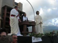 Processione della Via Crucis con gruppi statuari viventi - 5 aprile 2009   - Buseto palizzolo (1463 clic)