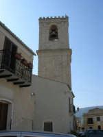 il campanile della Chiesa Maria SS. Del Lume - 23 aprile 2006   - Palazzo adriano (1289 clic)