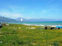 zona Canalotto: la spiaggia nel giorno della Pasquetta - 9 aprile 2007  - Alcamo marina (940 clic)