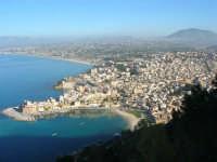 panorama dal Belvedere: la città ed il golfo di Castellammare - 3 marzo 2008  - Castellammare del golfo (565 clic)