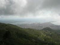 panorama con foschia dal monte Erice - Trapani, le saline, le isole Egadi - 1 maggio 2009    - Erice (1907 clic)