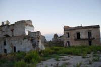 ruderi del paese distrutto dal terremoto del gennaio 1968 - 2 ottobre 2007   - Poggioreale (773 clic)